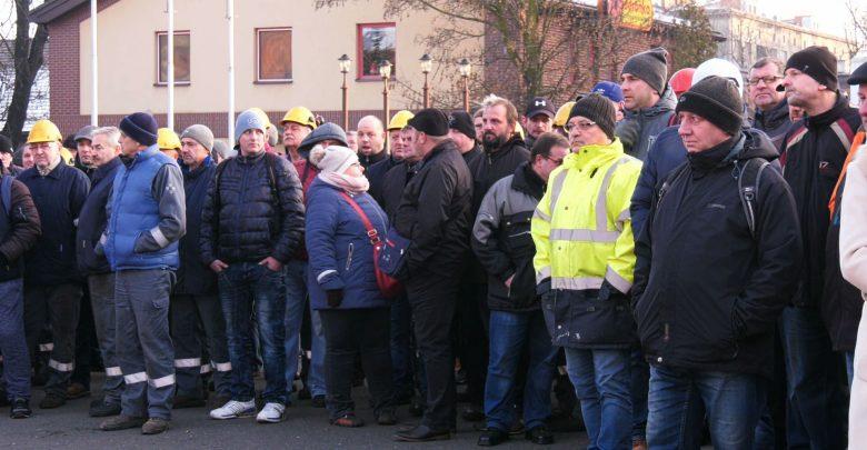Głodówka w Węglokoksie i protest pod bramą Huty Pokój. Hutnicy z Rudy Śląskiej walczą o swój zakład