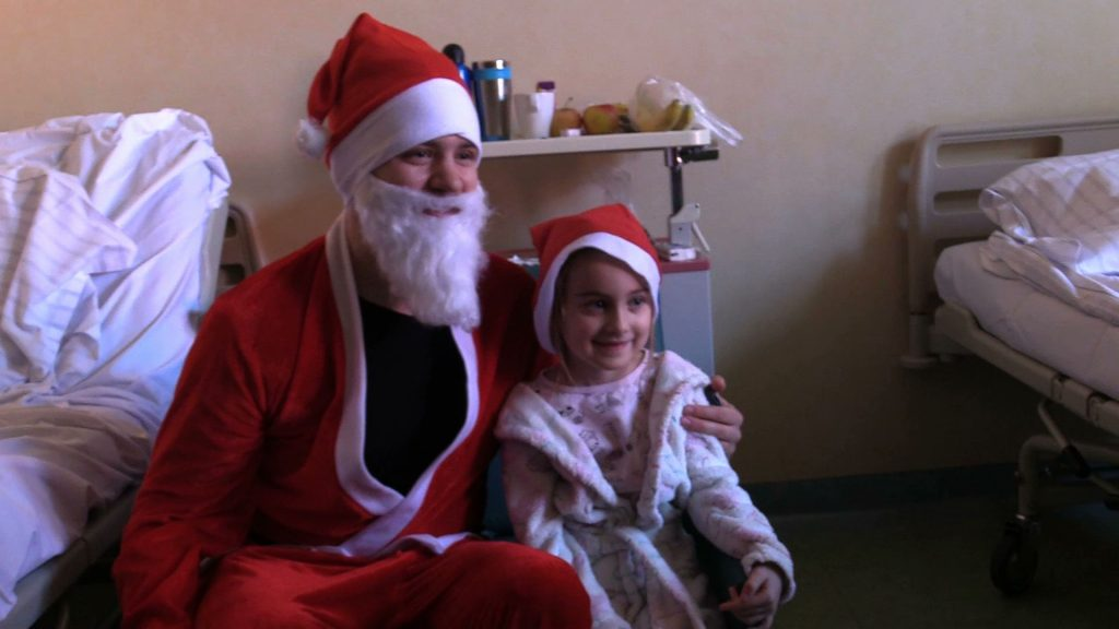 6 Grudnia Mikołaj ma pełne ręce roboty, ale dziś nie mógł ominąć takich miejsc. Jak co roku zawitał na oddziały dziecięce zespołu szpitali miejskich w Chorzowie