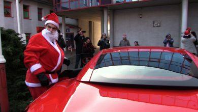 Chorzów: Święty Mikołaj przyjechał do dzieci w szpitalu czerwonym Ferrari!