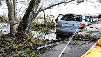 Koszmarna tragedia! Służby wyciągnęły ze stawu Audi A4. Wewnątrz znaleziono zwłoki 5 młodych osób w wieku od 17 do 19 lat! (fot.policja)