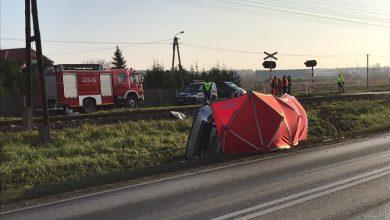 Tragiczny wypadek na przejeździe kolejowym. Nie żyje kierowca citroena [ZDJĘCIA] (fot.Policja Kujawsko-Pomorska)