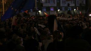 Tłumy pod Sądem Okręgowym w Katowicach. Ludzie przeciwko ustawie uderzającej w sędziów