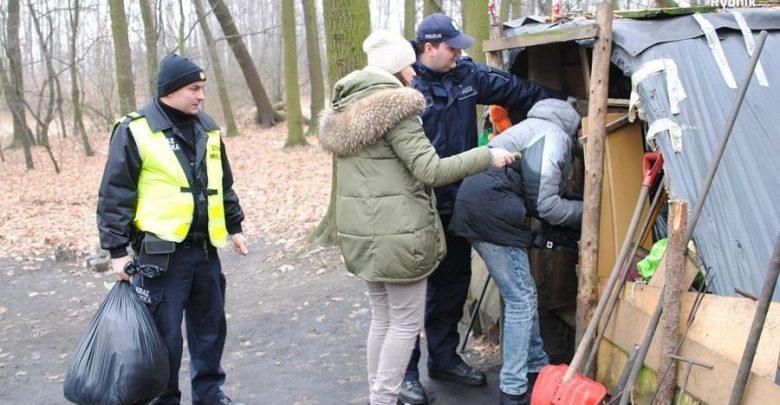 Idą mrozy! Znacie miejsca, gdzie przebywają bezdomni? Powiadomcie policję! (fot.Śląska Policja)