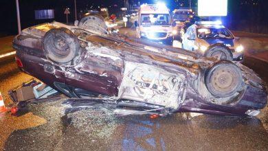 Groźny wypadek w Bytomiu. Samochód dachował na DK 11 (fot.policja)
