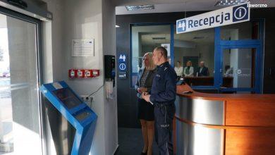 W Komendzie Miejskiej Policji w Jaworznie zamontowano urządzenie do samodzielnego badania stanu trzeźwości. Ogólnodostępny alkomat zakupiono ze środków Urzędu Miejskiego w Jaworznie (fot.KMP Jaworzno)