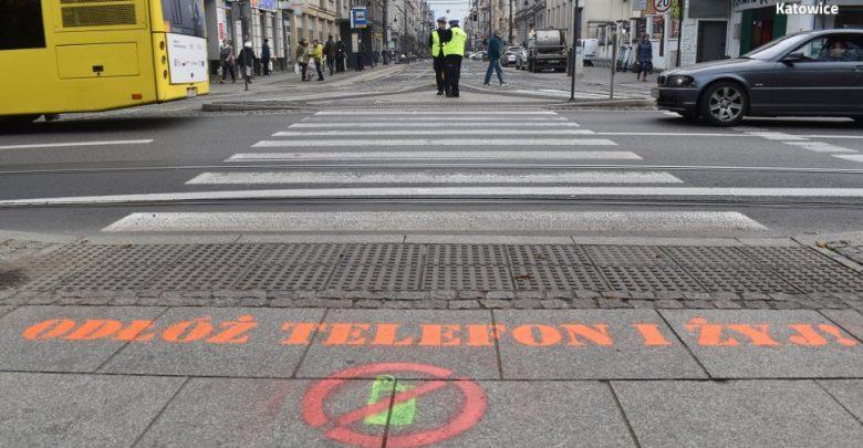 Śląskie: Odłóż telefon i żyj! W Katowicach powstały specjalne przejścia. Fot. Śląska Policja
