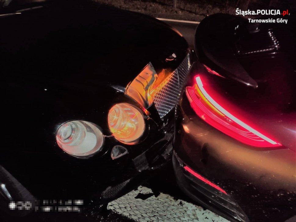 Śląskie: Kolizja warta ponad milion złotych! Bentley uderzył w Porsche! (fot.KPP tarnowskie Góry)