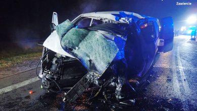 Śląskie: Czołowe zderzenie ciężarówki z busem na DK78. Małżeństwo zginęło na miejscu (fot.KPP Zawiercie)
