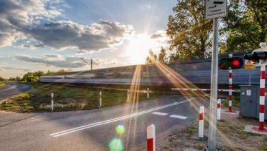 Maszyniści pociągów nie będą już trąbić przed najlepiej zabezpieczonymi przejazdami kolejowo-drogowymi (fot.Ministerstwo Infrastruktury)