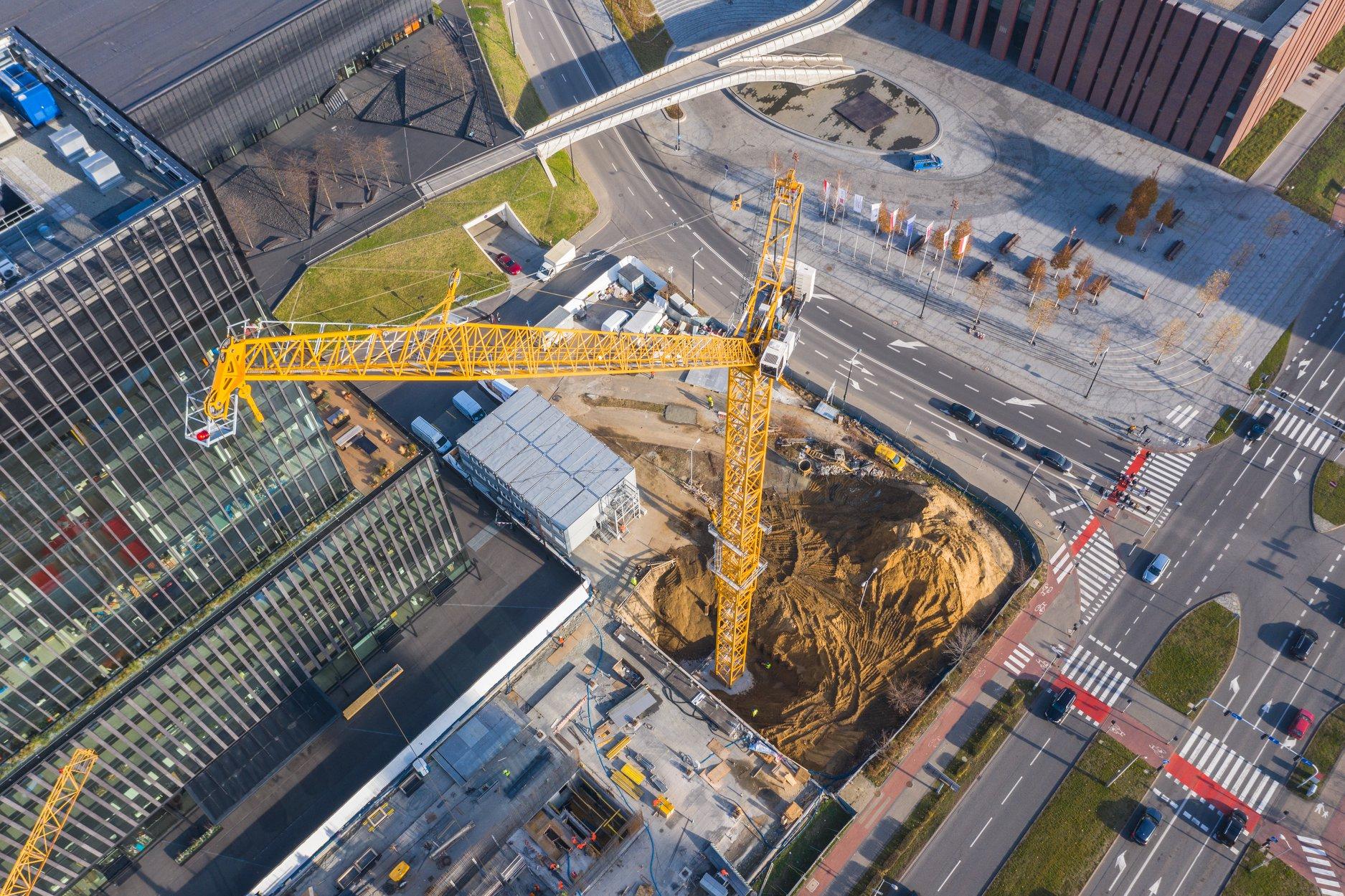 Budowa KTW II w Katowicach: pierwsze ściany już stoją [ZDJĘCIA]