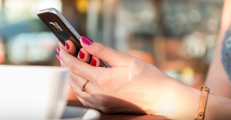 Senior będzie mógł wysłać SMS-a - resztą zajmie się wolontariusz. [fot. www.pixabay.com]