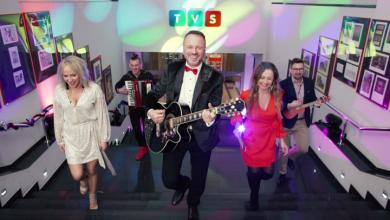 Damian Holecki - świąteczny teledysk (fot. TVS)