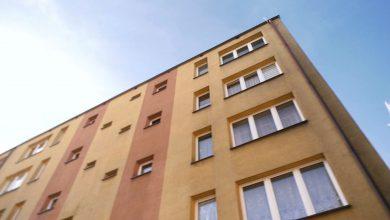 We wtorek rano (18.02) pod Urzędem Miasta w Katowicach ustawiła się długa kolejka osób chcących tanie mieszkania przygotowane przez lokalną firmę TBS przy ul. Leopolda w Bogucicach. Osoby o niskich dochodach mogą się starać o dofinansowanie rządowe. [archiwum]
