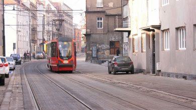 Skończyła się wciąż przedłużająca się przebudowa ul. Katowickiej w Bytomiu. W sylwestrowe popołudnie ulica została ponownie dopuszczona do ruchu