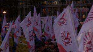 Katowice: Nauczyciele znowu wyszli na ulice! Protest przed urzędem wojewódzkim