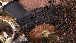 Kiedyś był budynek, teraz jest kupa gruzu. Taki stan nie tylko przeszkadza, ale też zagraża mieszkańcom dzielnicy Sośnica w Gliwicach