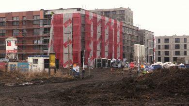 Inwestycje mieszkaniowe opanowały Katowice. W wielu miejscach na terenie miasta wznoszą się żurawie. Mimo kiepskiej pogody praca wre, a wszystkie powstające mieszkania trudno byłoby policzyć.