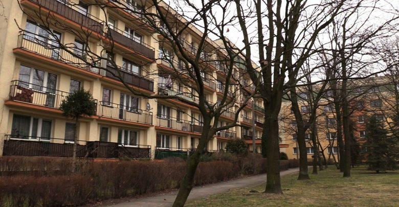 39-letni mężczyzna, który ranił swoje 6-letnie dziecko nożem w Dąbrowie Górniczej, a później najprawdopodobniej próbował sobie odebrać życie – prawdopodobnie cierpi na schizofrenię