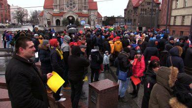 Protest w Rudzie Śląskiej! Kilkaset osób protestowało pod Urzędem Miasta [WIDEO]