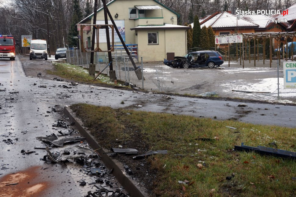 Rybnik: Ale miazga [ZDJĘCIA] Czołowe zderzenie na Raciborskiej (fot.KMP Rybnik)