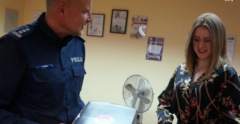 Żory: 16-letnia Roksana uratowała życie starszemu mężczyźnie. Fot. Śląska Policja