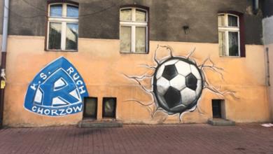 Ruch Chorzów w kosmosie i piłka rozwalająca familok. Niesamowite graffiti Ruchu w całym mieście! (fot.Ruch Chorzów)