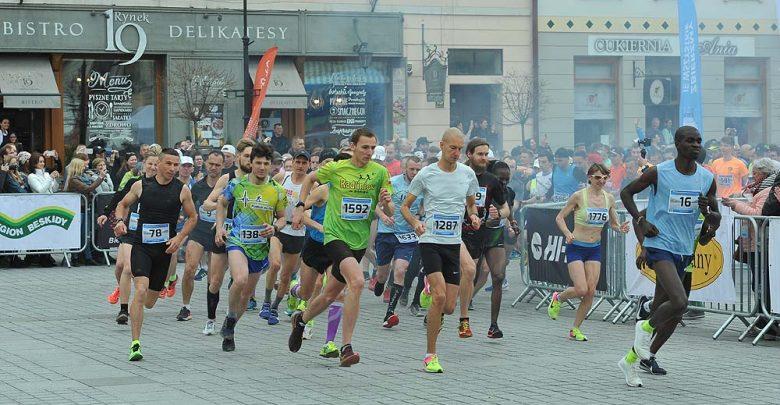 Start Półmaratonu Dookoła Jeziora Żywieckiego