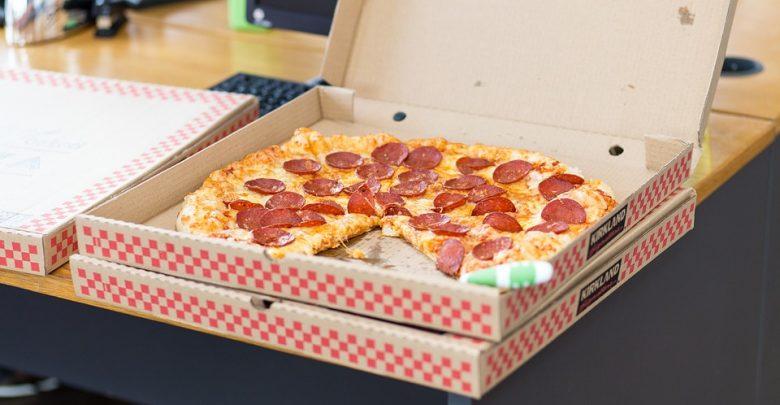 Atak na dostawcę pizzy. Celowali w saszetkę z pieniędzmi, a zostali z pizzą (fot.pogladowe/www.pixabay.com)