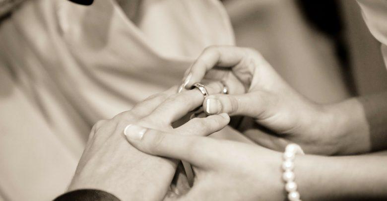 1 czerwca w życie wejdzie dekret ogólny KEP o przeprowadzaniu rozmów kanoniczno-duszpasterskich z narzeczonymi przed zawarciem małżeństwa kanonicznego. Nowe przepisy wprowadzają kilka zmian. [Fot. poglądowe pixabay.com]