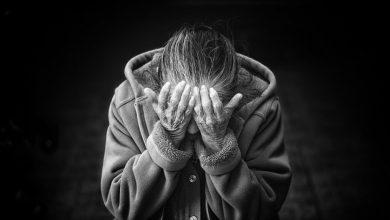 """Kobieta, która zadzwoniła na policję dowiedzieć się, co to za policjant i pani prokurator biorą od niej od 2 tygodni pieniądze w ramach """"tajnego śledztwa"""" dowiaduje się, że padła ofiarą oszustwa """"na policjanta"""" (fot.pixabay.com)"""