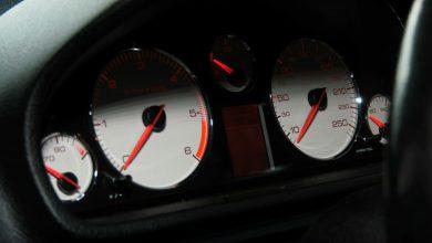 Rekordzista w województwie śląskim cofnął licznik o prawie 170 tys. km. Od 1 stycznia policjanci podczas kontroli drogowej sprawdzają stan licznika i porównują go z danymi wprowadzonymi do systemu CEPiK