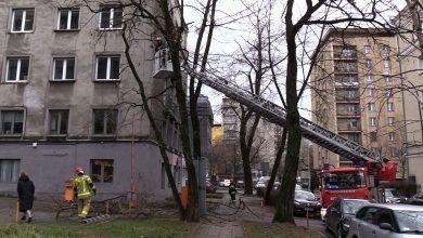 Śląskie: Połamane drzewa, zerwane dach, zniszczone samochody. Kolejne zniszczenia po wichurach