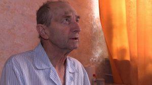 Pan Jarogniew natychmiast wezwał karetkę i przystąpił do reanimacji starszego mężczyzny. Udało się przywrócić oddech. Pan Franciszek wie że zawdzięcza mu życie