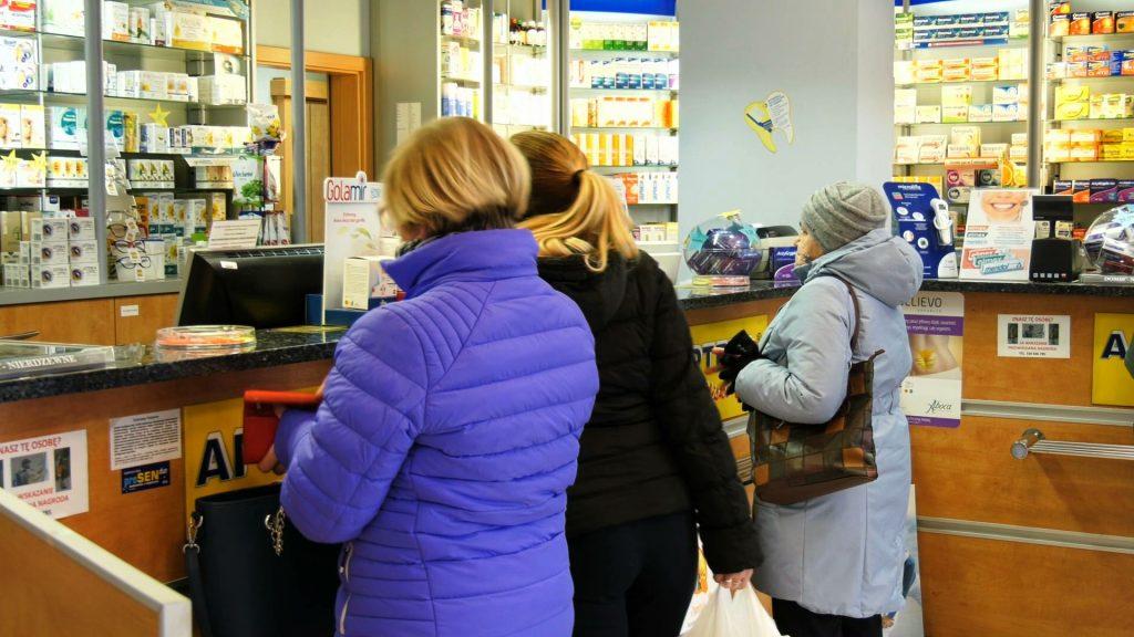 Śląskie apteki i hurtownie przeżywają oblężenie klientów, którzy szukają maseczek za wszelką cenę. Czasem bardzo wysoką