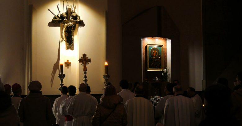 Dziś wierni w całej Polsce modlili się w intencji ofiar wykorzystania seksualnego i ich rodzin; za osoby duchowne żyjące niemoralnie, które sieją zgorszenie i wyrządzają krzywdę dzieciom i młodzieży