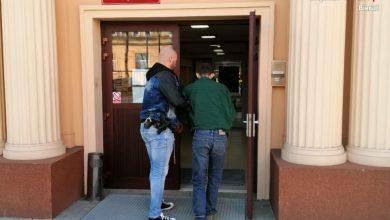 Minimum 5 lat więzienia dla 30-latka z Tychów, który dopuścił się rozbojów i gwałtu na dwóch kobietach w grudniu i styczniu. Kryminalni z Bierunia w akcji. [fot. Śląska Policja]