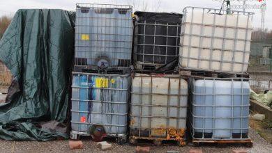 Niebezpieczne odpady w Dąbrowie Górniczej. Policja poszukuje osób odpowiedzialnych za nielegalne składowanie chemikaliów (fot.Śląska Policja)