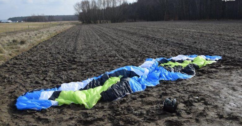 Tragedia w Rybniku! Motoparalotniarz spadł tuż przy płycie lotniska [NOWE FAKTY] (fot. KMP Rybnik)