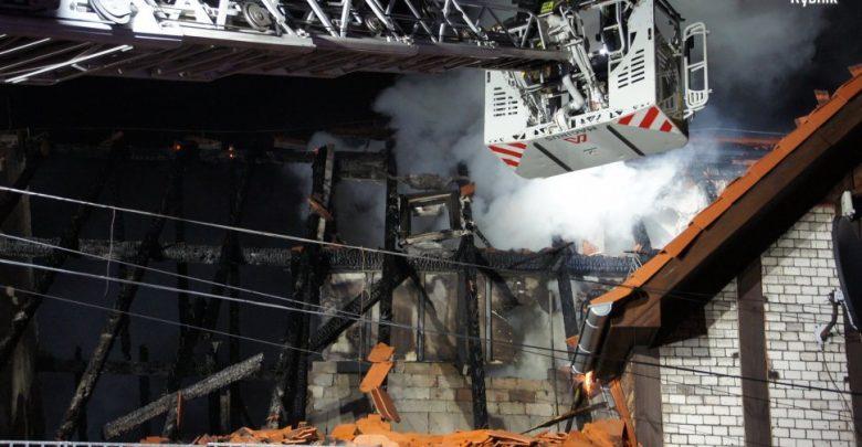 Akcja strażaków w Czerwionce. Obraz zniszczeń jakich dokonał ogień. [fot. Śląska Policja Rybnik]