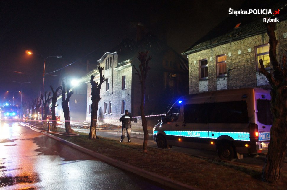 Policja patrolowała i zabezpieczała okolicę całą noc. [fot. Śląska Policja]