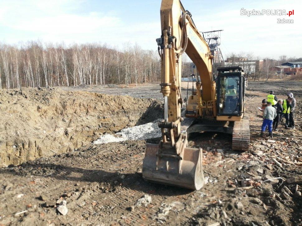 Ze wstępnych ustaleń wynika, że przywiezione tam odpady nie były niebezpieczne. Jak ustalono, były to zmieszane tworzywa sztuczne (fot.KMP Zabrze)