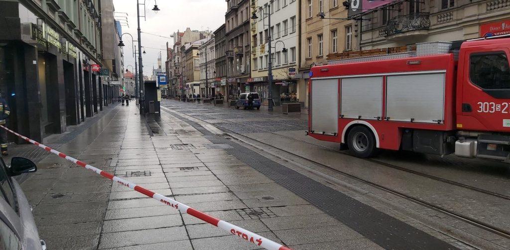 3 Maja w Katowicach jest zamknięta nie tylko dla ruchu samochodowego - nie kursują także tramwaje. (fot. Rafał Kulig)