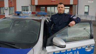 Mł. asp. Mateusz Wiechaj, który pomógł kobiecie, która chciała się zabić. [fot Śląska Policja]