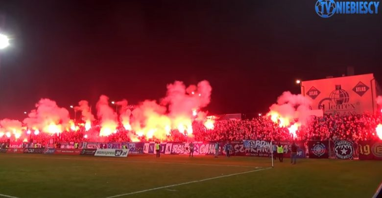 Ruch Chorzów zapłacił karę za odpalenie rac. Kibice oddali pieniądze klubowi! (fot.youtube.com/Niebiescy TV)