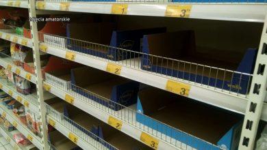 Śląskie: Znikają mąka, kasze, cukier, makaron. Ludzie wykupują wszystko przez panikę przed koronawirusem!