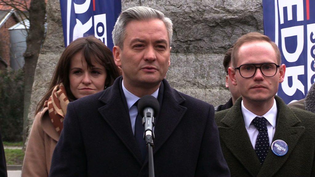 Robert Biedroń na targu w Pyskowicach: Apeluję o więcej pieniędzy dla samorządów