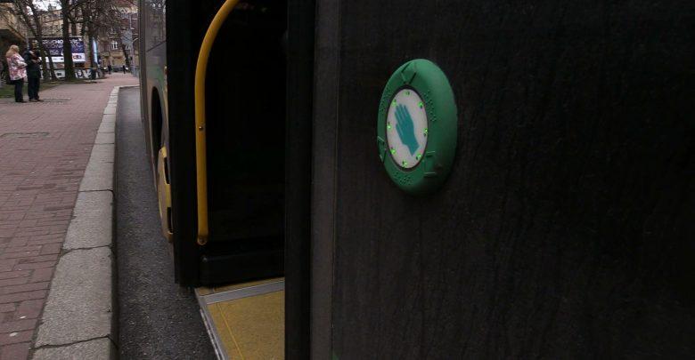 Epidemia koronawirusa: Do autobusu bez przyciskania. To dla bezpieczeństwa
