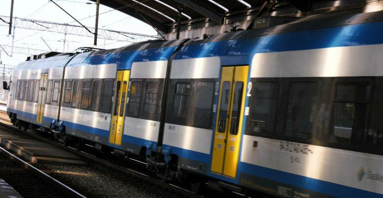 Rząd zwiększy maksymalną liczbę pasażerów w komunikacji zbiorowej, m.in. autobusach i pociągach. Zmiany wejdą w życie 15 maja