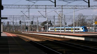 Koronawirus: Pasażerowie masowo oddają bilety na pociąg i autobus! Ile dostaną zwrotu?
