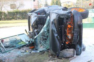 """Niezłe """"combo"""" zaliczył kierowca, który w woj.śląskim uciekał swoim terenowym samochodem przed policją. W GTA może nałapałby punktów - tu tylko nałapał kłopotów (fot.policja)"""